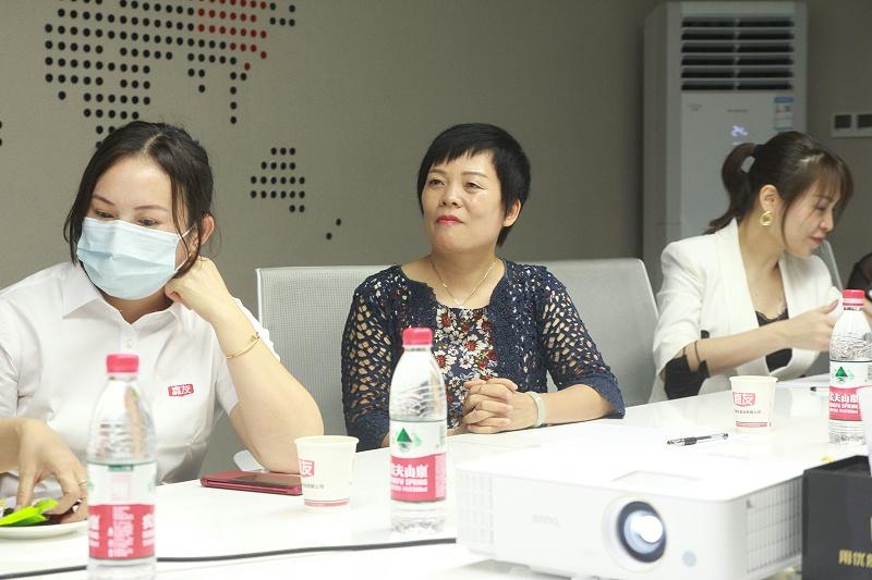女企业家座谈会