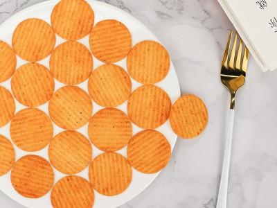 清新与呛辣的味觉融汇——青瓜芥末味燃脆薯片