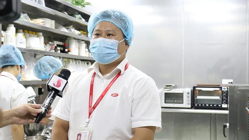 石碣新闻记者采访嘉友食品 (2)