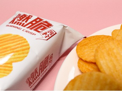 打破常规的麻辣鲜香——香辣番茄味燃脆薯片