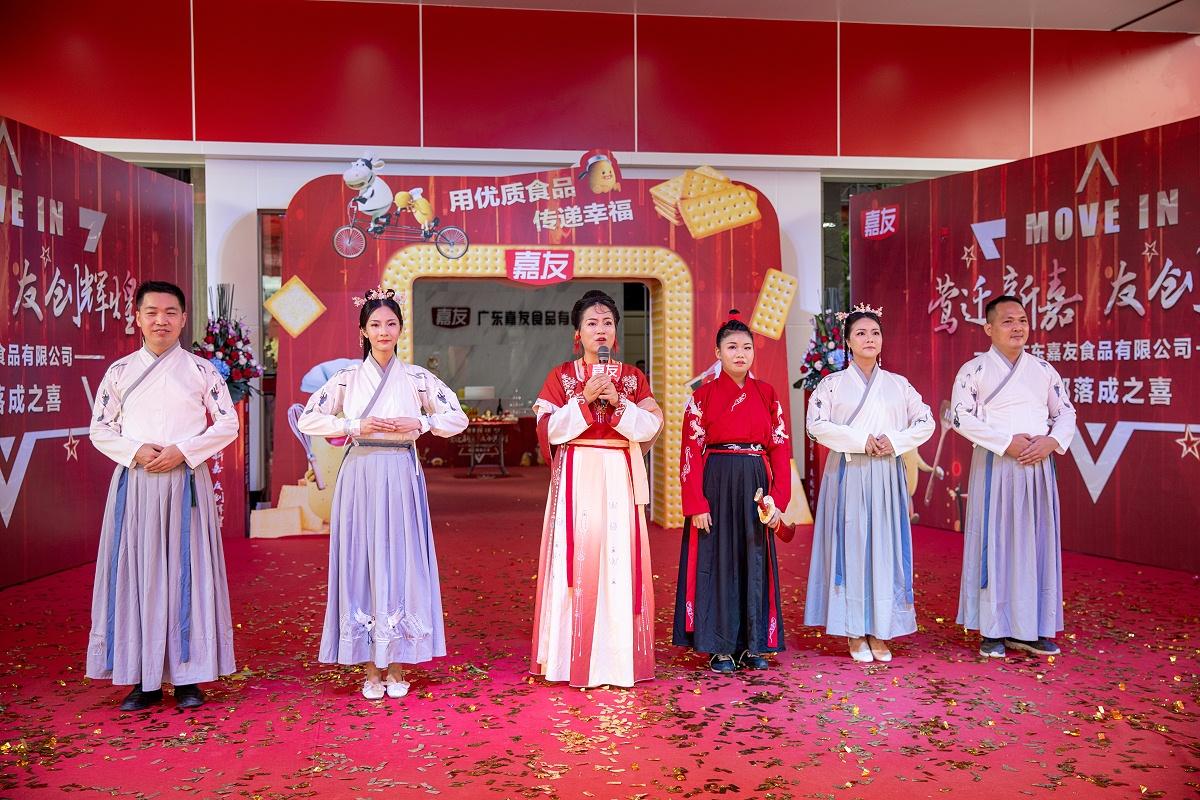 人力资源中心演绎中华汉服文化