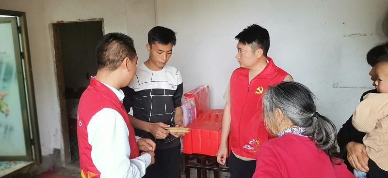 嘉人力所能及献爱心,接力困难员工携手共济 (2)
